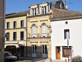 Fleur de Lys House - a stylish 4 bedroom house in Lauzun - 25 mins from Bergerac