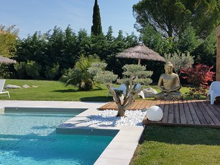 'Un Gîte en provence' piscine chauffée jacuzzi