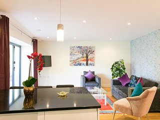 City Centre Penthouse with Balcony 5 mins walk to Colleges & Sleeps 6