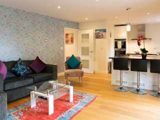 City Centre (Parkers Peace) Penthouse with Terrace & Sleeps 6