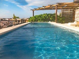 Very private, quiet, ground floor apt w/hot tub, near beach , 5a, BP2