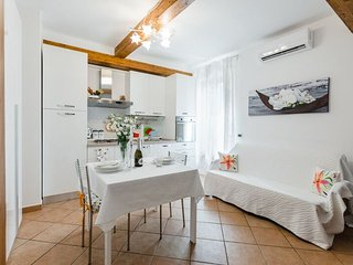 1 Bedroom apartment & private terrace, Florence Liona Apartments