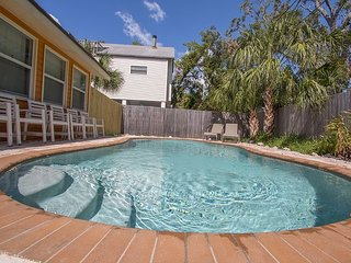 Pelican Paradise NEW PRIVATE POOL 4 bedrooms sleeps 15 people  BY BEACHHOUSEFL
