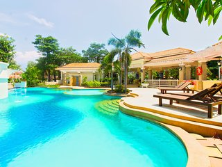 5 beds Villa with pool access close to Jomtien beach