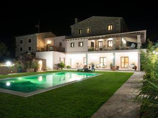 Lujosa villa de 6 dormitorios a solo 10 minutos de la playa.