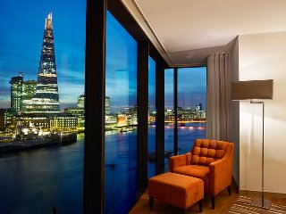 Beautiful 3 bedroom apartment overlooking the River Thames & The Tower of London