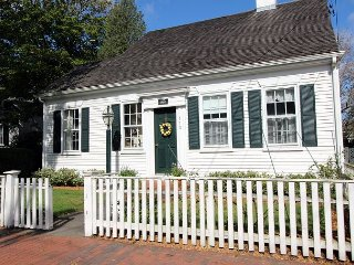 BEAUTIFUL IN-TOWN EDGARTOWN HOME