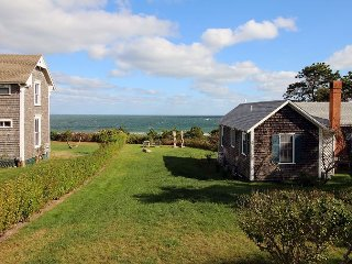 QUINTESSENTIAL VINEYARD COTTAGE WITH VIEW & BEACH-MIZZEN