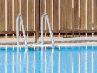 Apartamento reformado con terraza, jardin, piscina