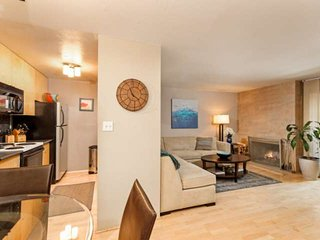 Private condo, close to Aspen's restaurants & skiing. Wood fireplace. Updated