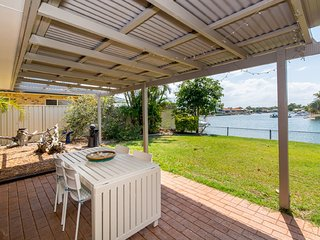 Lowset home on the canal - 53 Dolphin Dr, Bongaree