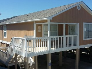 New! Garden City Beach 'Cottage J'... 2nd Row.. King Bed. Seasonal Pool. WiFi.