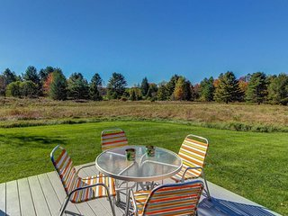 Secluded, dog-friendly farmhouse home, close to skiing and hiking w/ hot tub!