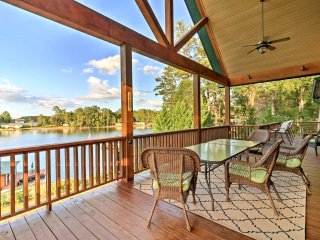 'LazyBear Lodge' East Lake Sinclair Home w/Dock!