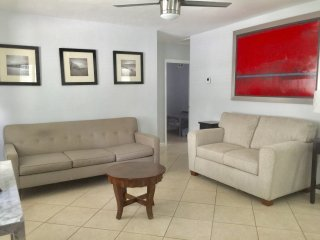Cute Home in Fort Lauderdale Short Drive Downtown and Beach, 2 Bedroom