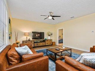 1475RF. Stunning 5 Bedroom ChampionsGate Golf Resort Pool Home