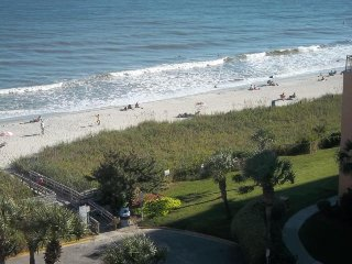 Quiet Corner Unit Oceanfront Condo. Kitchenette. Heated Pool. * Steps to Beach *
