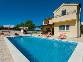 New villa Mistletoe close to the beach with private pool, barbecue