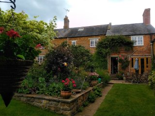 16th Century Farmhouse in charming village location with great pubs and walks!