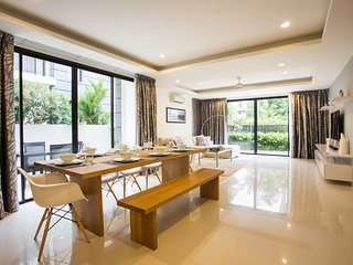 Luxury 4 Bedroom Villa with Private Pool in Laguna Park