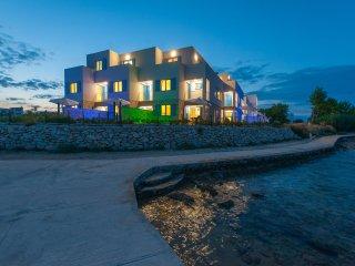 4BR Luxury Villa with heated pool W24