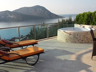 Asfiya Retreat Infinity Penthouse 1-6 people 3 bedroom Kalkan large roof terrace