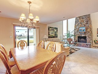 LakeFront Townhome#4-4 3BR-Dec 16 to 20 $708! Buy3Get1FREE-Walk2Bch-LakeViews