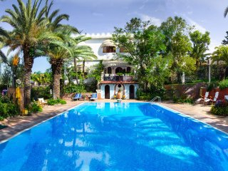 Villa Alcantara, located only 3 km to Taormina, big swimming pool available