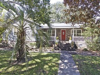 Best Location in Mt. Pleasant - 7 Minutes to Beach and Downtown Charleston