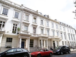 3 Bedroom, 2 bathroom flat brilliantly located in Pimlico.