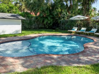 Luxury Cottage Near Palm Beach w/ Private Heated Pool