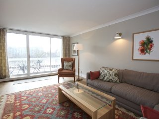 Stunning 2 bedroom 2 bathroom Chelsea flat with Thames views!
