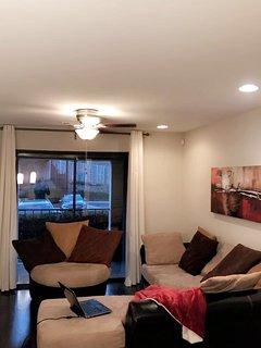 Cozy + modern Buckhead condo