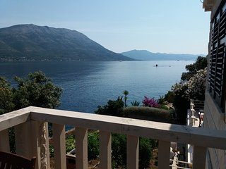 SEAFRONT APARTMENT LIKE HIDDEN PEARL ON KORCULA