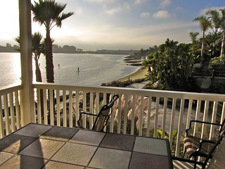 FRONT ROW CARLSBAD LAGOON! - STEPS TO BEACH! - OPEN NOV 1