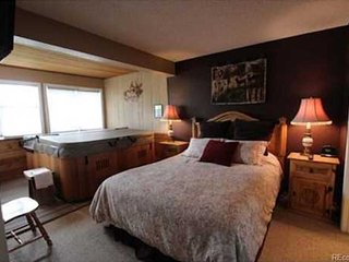 Granby Ranch Resort - 2B/2B Ski In/Out Condo with Private Hot Tub
