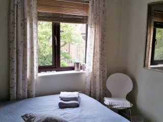 Cosy double room in townhouse close to Canada Water station
