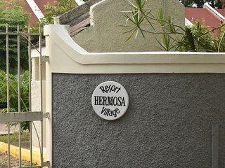 Great Location, Loft Town House Near Ocho Rios!