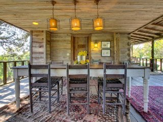 Relaxing and rustic, dog-friendly cabin w/ large porch & fireplace