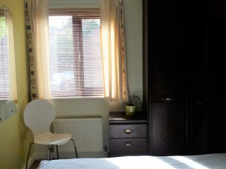 Quiet double room in townhouse close to Canada Water station