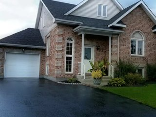 Dream Home with Pool & Hot Tub 5 mins from Ottawa
