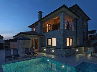 13601 Wunderschöne Luxus Steinhaus mit Pool