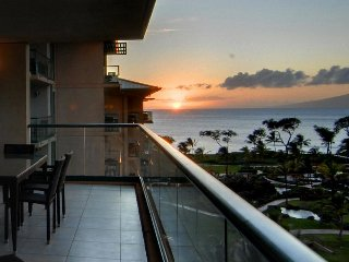 Luxurious condo with ocean view, resort pools, hot tubs & more!