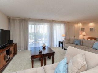 Luminous 2 bedrooms/2 bathrooms Lido Beach