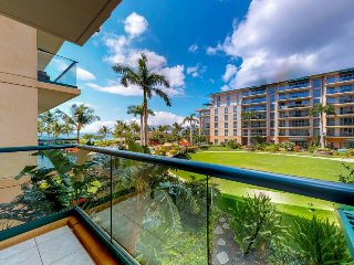 Luxurious and chic condo w/ resort hot tub & pools, easy beach access!