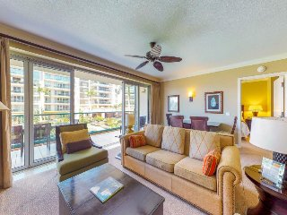 Chic, waterfront condo w/ resort hot tub & pools, easy beach access!