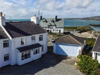 Porth Diana House, Spacious seaside house with great views.