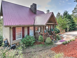 NEW! Quiet 2BR Dahlonega House w/ Deck & Views!