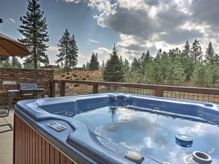 Updated 3BR Truckee Townhome w/ Hot Tub & Views!