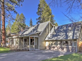 Cozy Home w/Game Room & Yard -1 Mile to Lake Tahoe